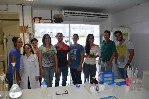 Professor Emerson e parte de sua equipe de pesquisa