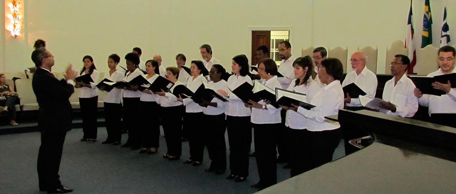 O grupo vocal Madrigal sob a regência do maestro José Maurício Brandão