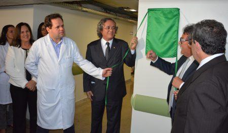 Reitor João Carlos Salles inaugura novos serviços no HUPES