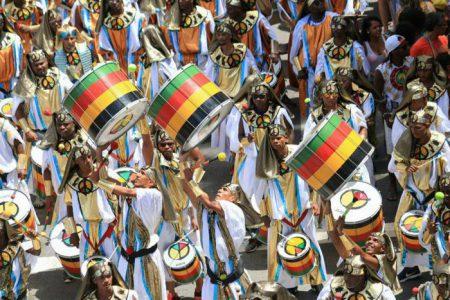 Bloco tem contado a história dos povos africanos através de seus temas de carnaval