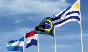 "Bandeiras do Brasil, Argentina, Paraguai e Uruguai, durante a primeira reuni""o do Mercosul."