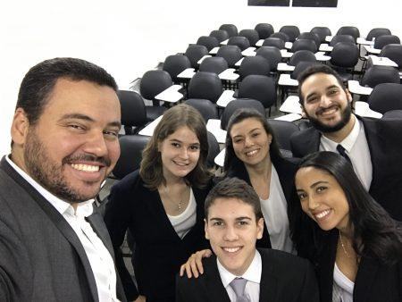 Professor João Glicério de Oliveira Filho, da Faculdade de Direito, coordena o Núcleo de Competições Internacionais da UFBA