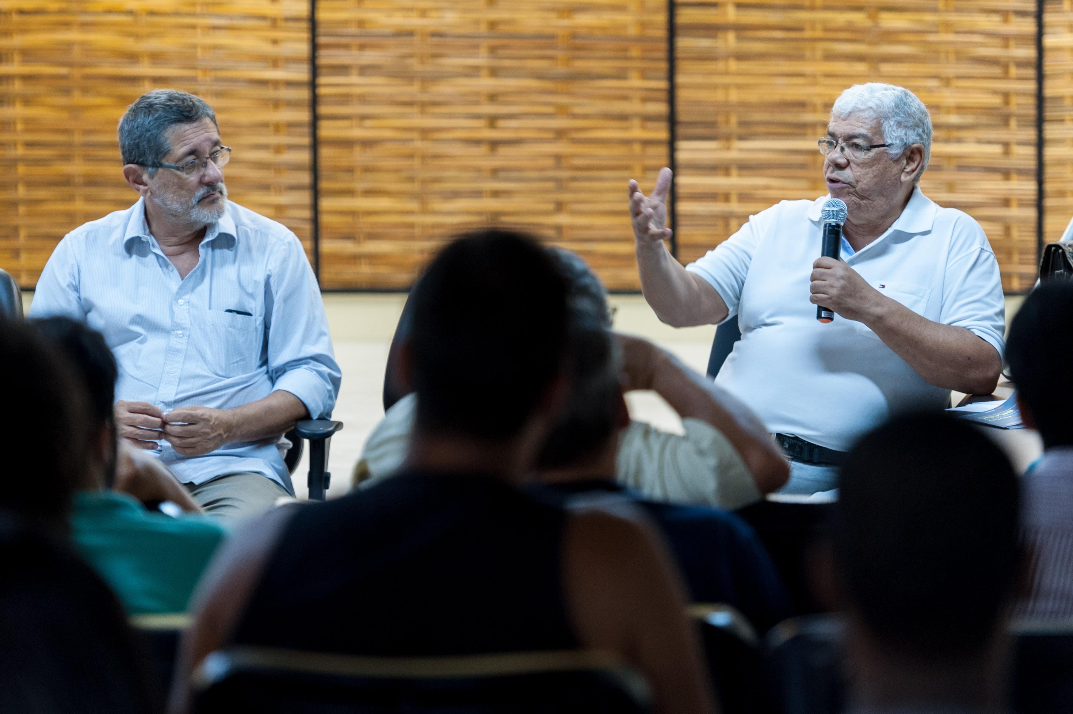"""SALVADOR, BAHIA, BRASIL: 14.03.2018 - FÓRUM SOCIAL MUNDIAL -  Na foto, a mesa """"Outro modo de interpretar a economia e propor o projeto Brasil"""". Foto: João Alvarez"""