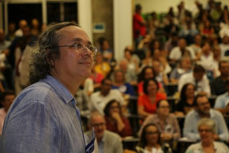 """""""A campanha que estamos iniciando é um ato de resistência"""", disse o reitor João Carlos Salles na abertura do evento"""