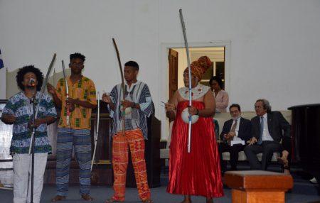 A solenidade foi aberta com a apresentação da Orquestra de Berimbaus Afinados – OBA DX, com o Mestre Dainho Xequerê