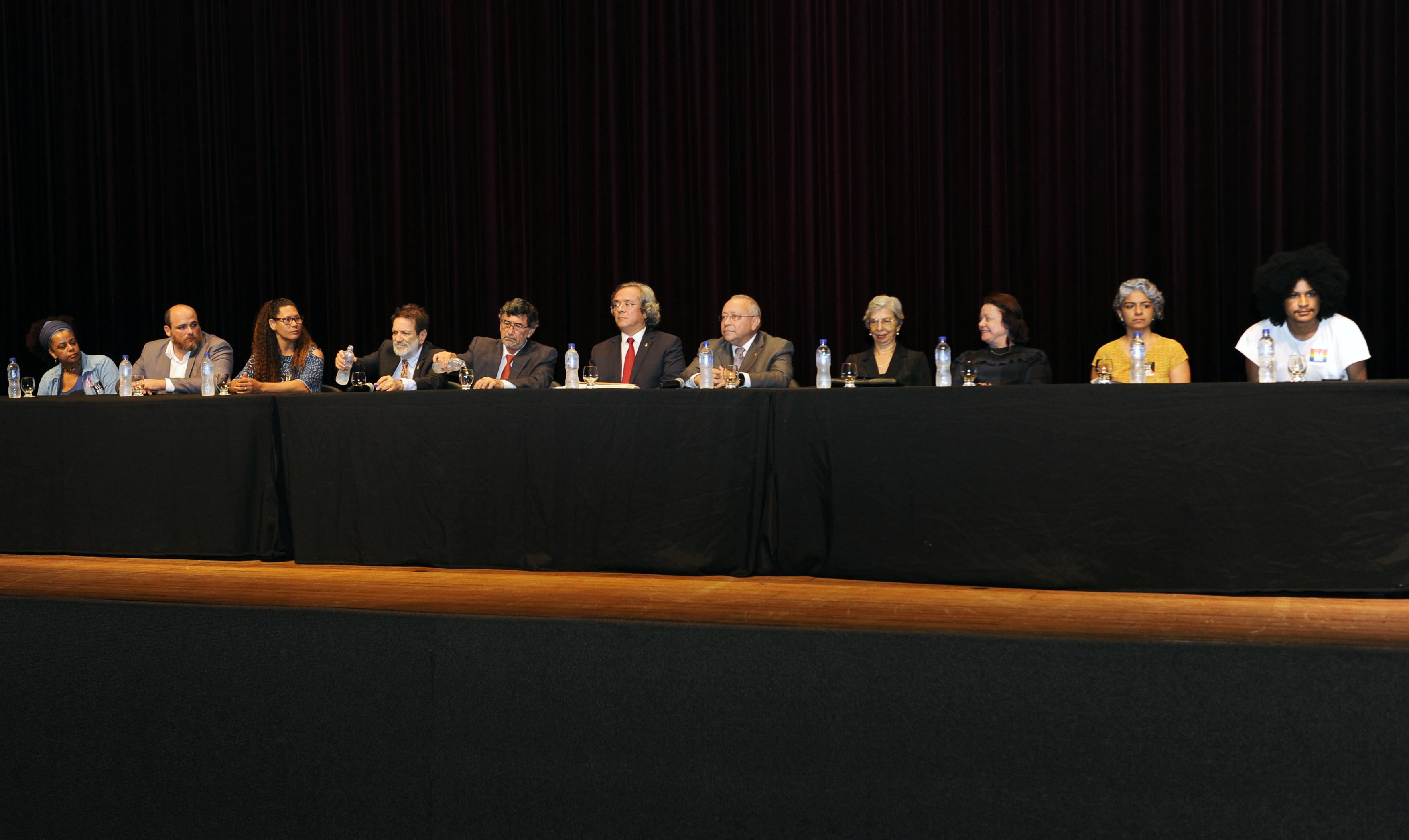 Mesa congresso