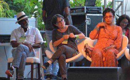 Elisa Lucinda e Laura Capriglione ao lado do ator Antônio Pitanga, que homenageado nesta edição do evento