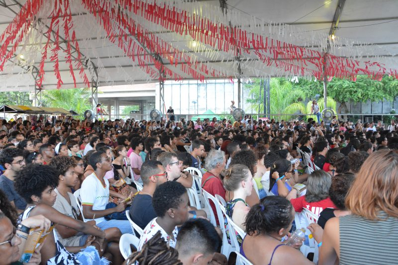 Milhares de estudantes lotaram a Praça das Artes, ponto central do evento, onde se pôde conferir o que há de melhor na produção cultural das universidades brasileiras