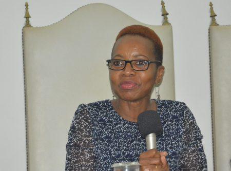 A ativista social e comissária nacional de direitos humanos, Alda Salomão falou de estratégias cidadãs adotadas na luta pelo acesso e gerenciamento dos recursos naturais em seu país