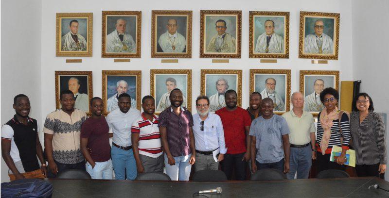 Estudantes de Moçambique na UFBA participam de reunião com o vice-reitor Paulo Miguez para articular campanha de doações para as vítimas do ciclone
