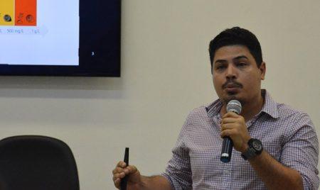 Professor Ícaro Moreira falou sobre o processo de fitoremediação que acelera a degradação do petróleo por meio da utilização de plantas e microrganismos