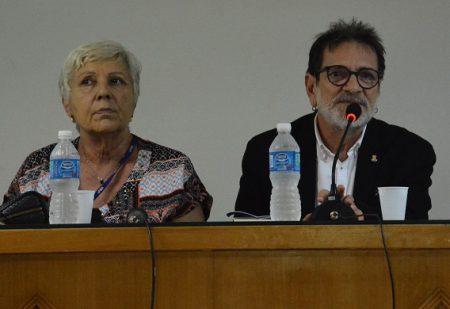 O vice-reitor da UFBA Paulo Miguez, ao lado da diretora da Faculdade de Filosofi e Ciências Humanas, Maria Hilda Paraíso