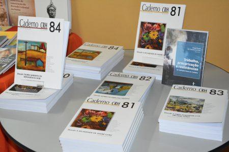 """O evento marcou o lançamento dos Cadernos CRH nº. 81 e 84, e do livro """"Trabalho, precarização e resistências: as múltiplas faces do trabalho"""", organizado por Graça Druck e Jair Batista da Silva"""