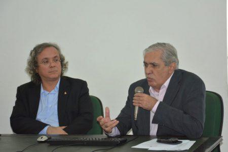 O reitor João Carlos Salles e o coordenador do Labimuno Roberto Meyer