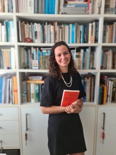 Nina Santos é professora da Faculdade de Comunicação da UFBA e autora da tese premiada na Universidade de Sorbonne, na França