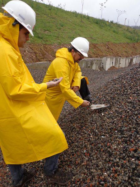 Coleta de Resíduos da Construção Civil com a participação do professor Daniel Véras, que participa do estudo para produção de cimento com menos emissões de gás carbônico