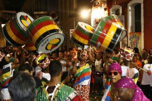 1200px-Saida_do_Olodum_(Carnaval_de_2010)