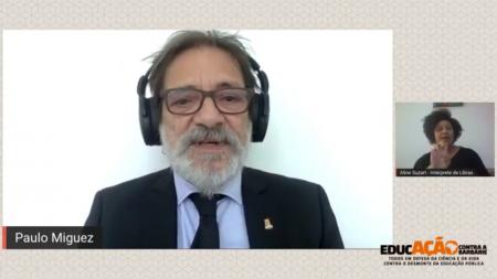 Paulo Miguez, vice-reitor da UFBA, condenou o desrespeito à autonomia universitária, as agressões à liberdade de pensamento e o estrangulamento do orçamento dessas instituições, que inviabiliza ações de pesquisa, ensino e extensão e interdita a inclusão social de parcela significativa da juventude brasileira