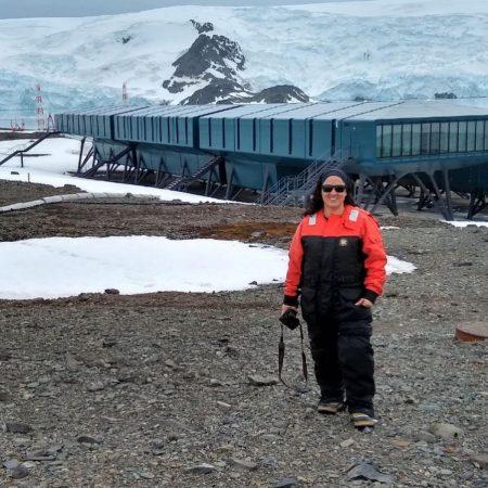 Professora de Oceanografia do Instituto de Geociências da UFBA, Ana Cecília Albergaria Barbosa pesquisa a presença de substâncias poluentes na Antártida